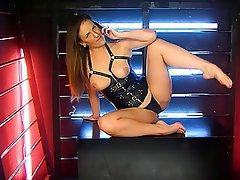 Babe, Big Butts, British, Brunette, Webcam
